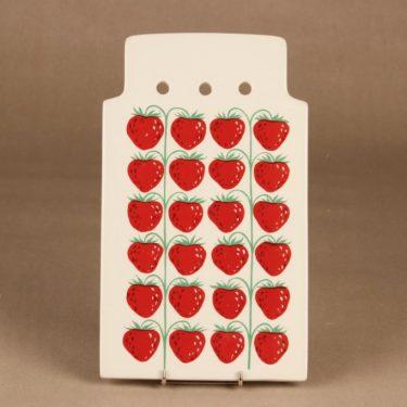 Arabia Pomona strawberry clipping board designer Raija Uosikkinen