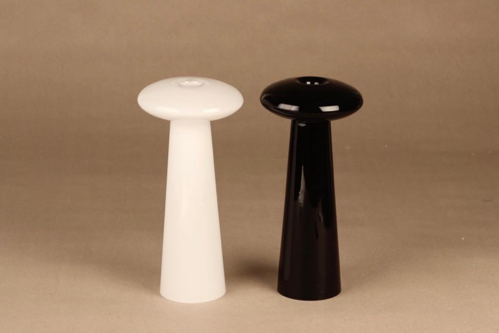 Iittala Atlas kynttilänjalat, musta ja valkoinen, 2 kpl, suunnittelija Markku Salo,