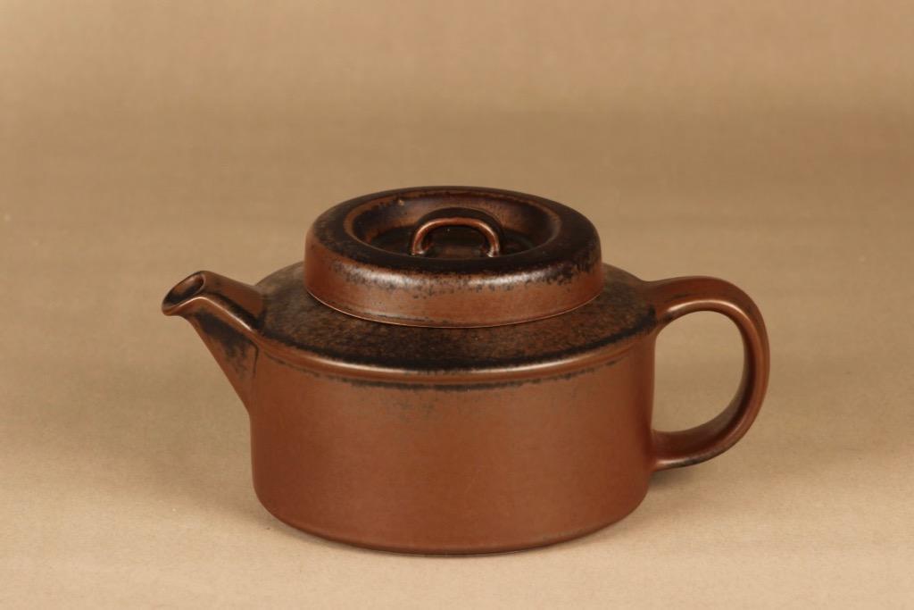 arabia-ruska-tea-pitcher-1-35-l designer Ulla Procope