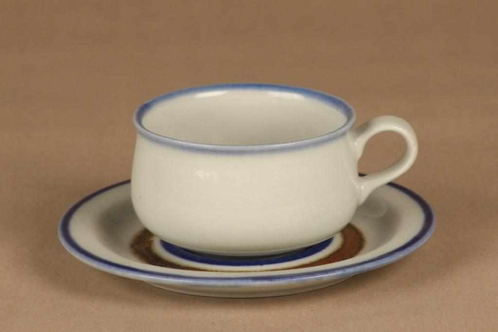 Arabia Wellamo teekuppi, käsinmaalattu, suunnittelija Peter Winquist, käsinmaalattu, raitakoriste