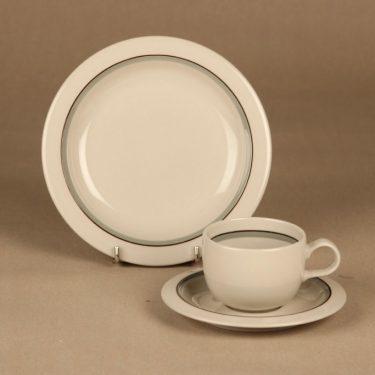 Arabia Airisto kahvikuppi ja lautaset, harmaa, suunnittelija Inkeri Leivo, raitakoriste