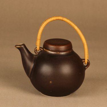 Arabia GA1 tea pot with rattan handle designer Ulla Procope
