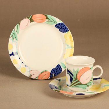 Arabia Poetica kahvikuppi ja lautaset(2), monivärinen, suunnittelija Dorrit von Fieandt, serikuva, kukka