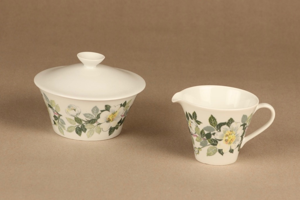 Arabia Juhannus sugar bowl and creamer designer Raija Uosikkinen