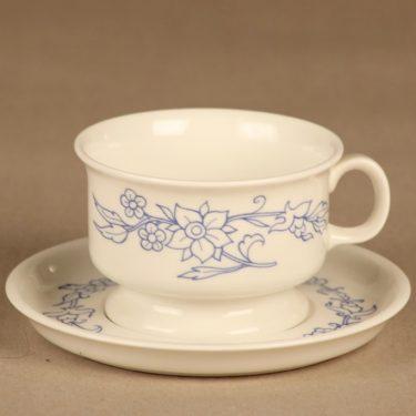 Arabia Sininen keittiö teekuppi, valkoinen, sininen, suunnittelija Raija Uosikkinen, kukkakoriste