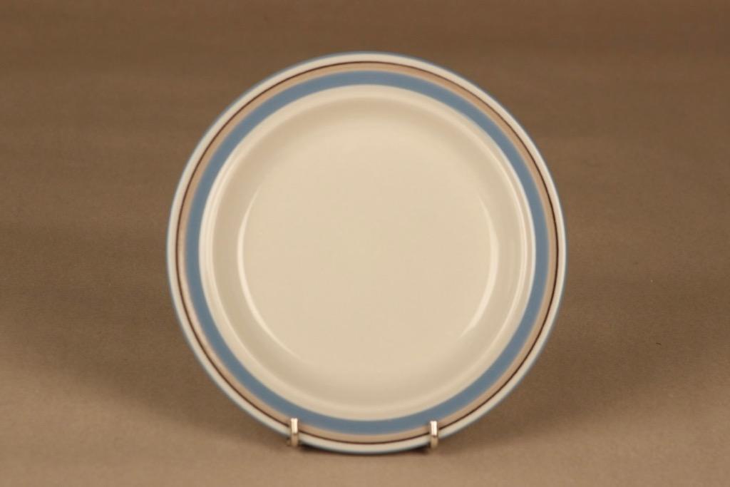 Arabia Uhtua lautanen, 17.5 cm, suunnittelija Inkeri Leivo, 17.5 cm, raitakoriste